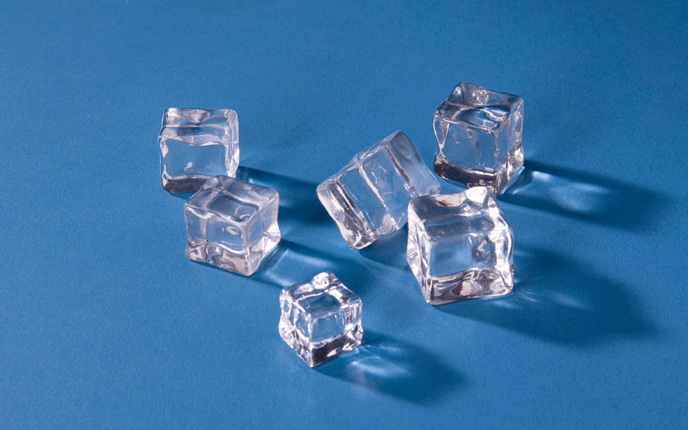 Decorative ice cubes and artificial ice cubes
